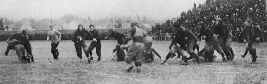 Bill Hollenback running with the ball for Penn in 1908